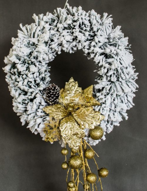 wianek wieniec bożonarodzeniowy świąteczne dekoracja ozdoba na drzwi do zawieszenia biały ośnieżony oprószony śniegiem złote dodatki złoto