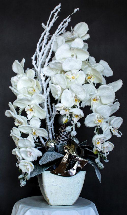 sztuczny storczyk jak żywy biały nowoczesny oryginalny modny stroik z sztucznych storczyków świąteczny ośniezony