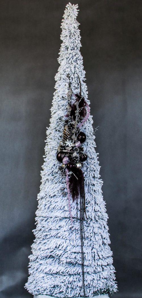dużą stożkowa białą ubrana choinka choinka bożonarodzeniowa ubrana w czerń ubrana minimalistyczne wzory choinka opruszona śniegiem choinka biała z dodatkami czarnymi