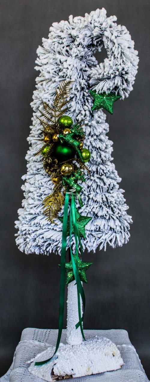 choinka dzwonek biała ośnieżona opruszona śniegiem obielona gęstą sztuczna na pniu ozdoby w kolorze zieleni pompon gęsta pień