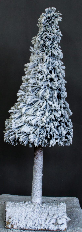 nowoczesna biała choinka/ośnieżona dekoracja