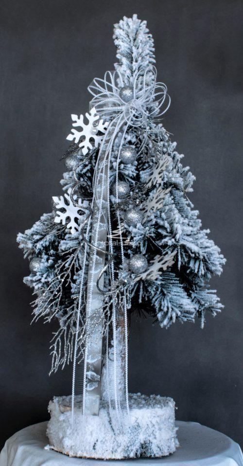 Biała ozdobna ośnieżona choinka ubrana opruszona śniegiem odporna uniwersalna gęsta sztuczna na pniu