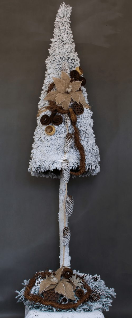 dekoracje bożonarodzeniowe choinka w zestawie ze stroikiem ośnieżona nowoczesna ozdoba oprószona śniegiem obielona niepowtarzalna ubrana na pniu ozdobiona
