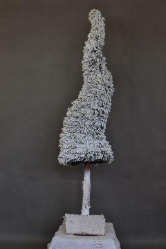 biała choinka na pniu/ośnieżona dekoracja