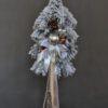 Biała sztuczna choinka na pniu choinka ośnieżona udekorowna srebrnymi dodatkami zabielona choinka na pniu nowocznesna ozdoba świąteczna