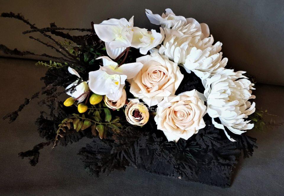dekoracja nagrobna-stroik na wszystkich świętych