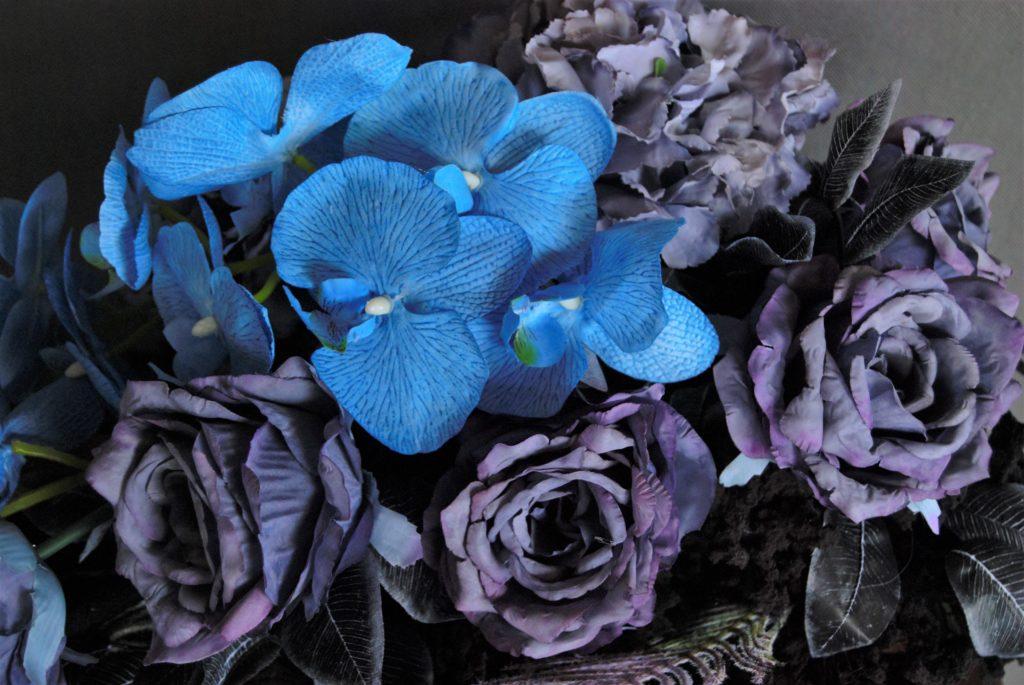 niebieskie stroiki na cmentarz/wiązanki nagrobne w odcieniach niebieskiego
