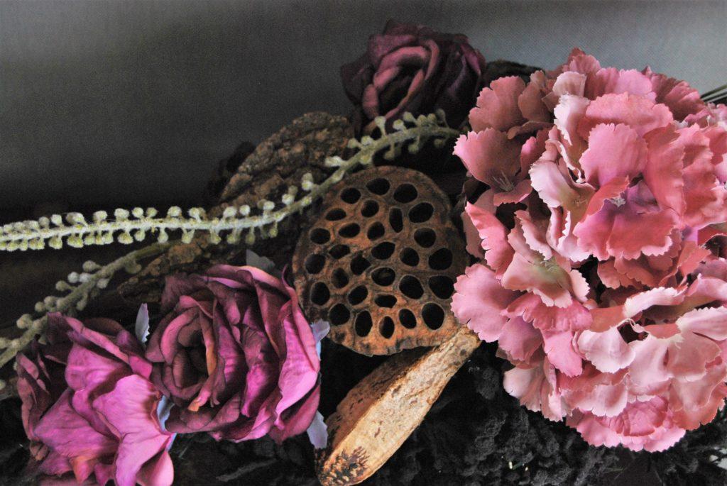 Wiązanka ze sztucznych kwiatów na grobowiec/stroiki na cmentarz do kupienia