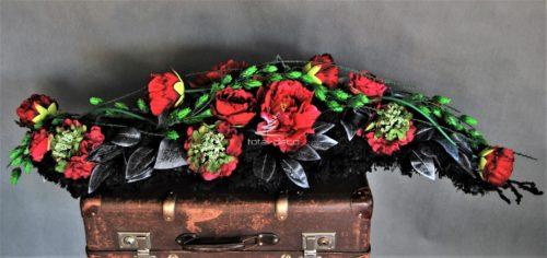 dekoracja nagrobna stroik na cmentarz czarny długi elegancki stroik z czerwonymi kwiatamii sztucznymi