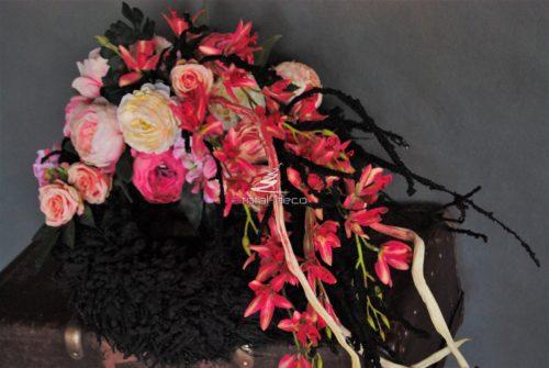 kompozycja na cmentarz z mnóstwem kwiatów/dekoracja na 1 listopad