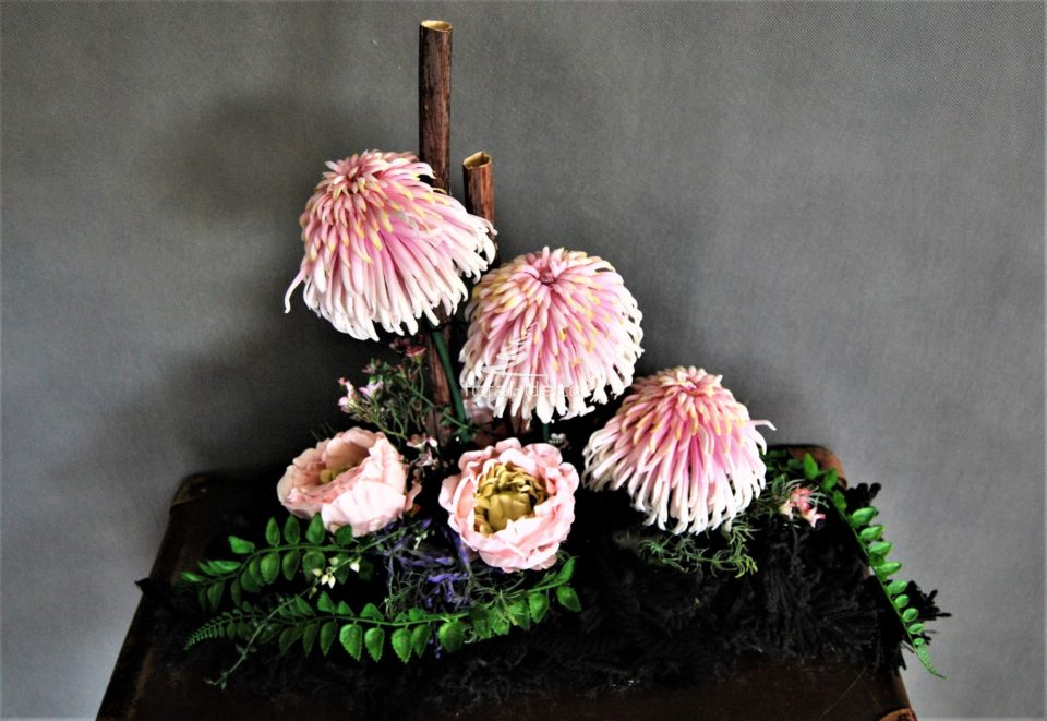 dekoracja nagrobna stroik na cmentarz,piękne kompozycje na groby