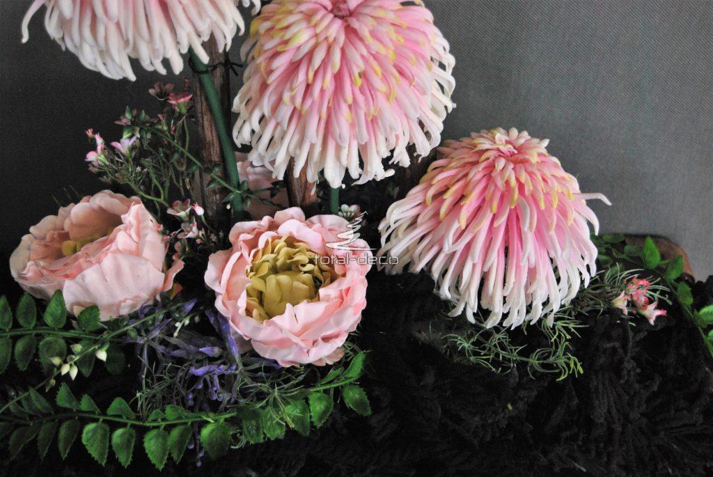 Stroik na grób-dekoracje ze sztucznych kwiatów na cmentarz