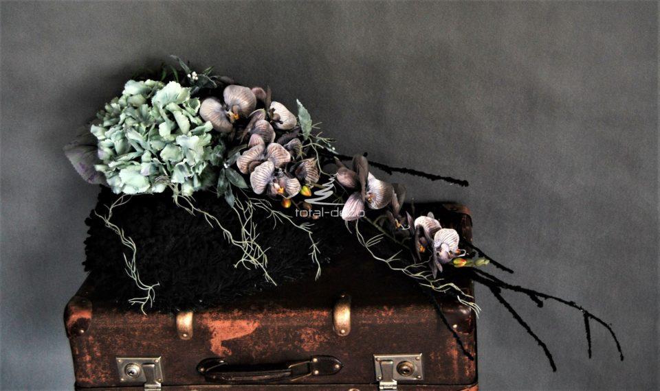 kompozycje z kwiatów sztucznych na pomnik