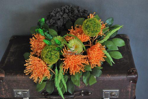 okrągła kompozycja ze sztucznych kwiatów na cmentarz w dobrej cenie