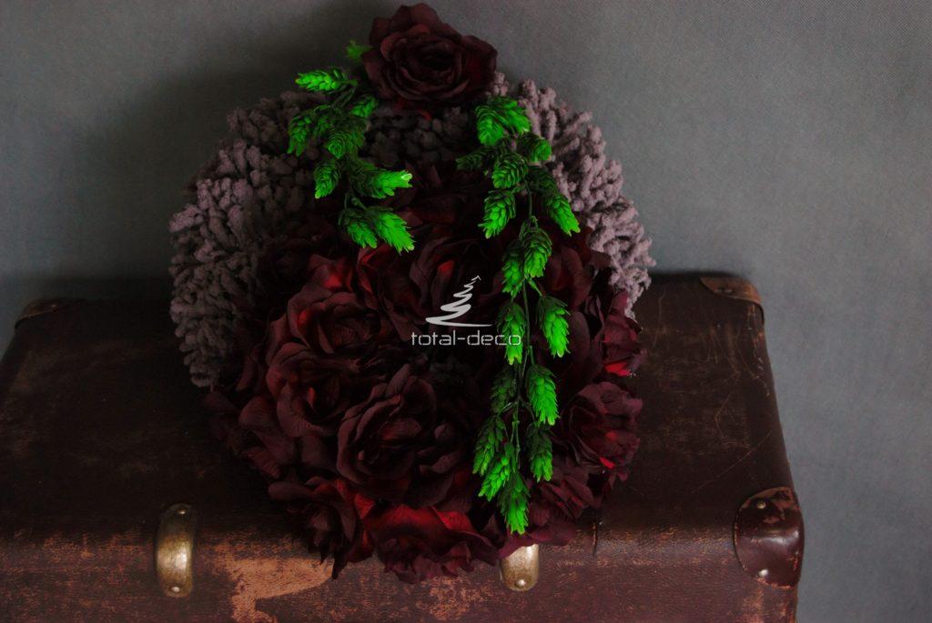 dekoracja nagrobna-wianek na cmentarz z bordowymi różami e sklep