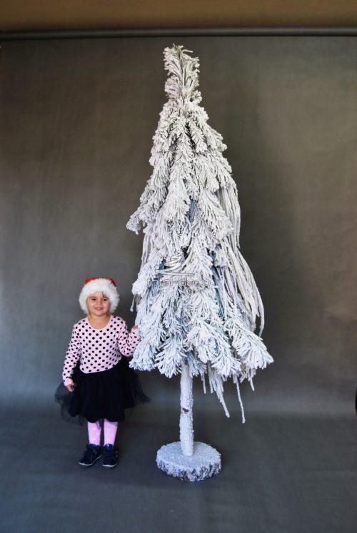Piękna Oryginalna choinka świąteczna śnieżona