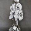 Kompozycja świąteczna choinka ze stroikiem ośnieżona dekoracja świąteczna nowoczesna ozdoba świąteczna oryginalna bożonarodzeniowa dekoracja