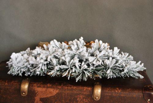 baza florystyczna do własnej kompozycji podkład pod stroik pokryty śniegiem oprószony bielony ośnieżony sztuczny duży długi nowoczesny nietuzinkowy oryginalny biały dekoracja świąteczna bożonarodzeniowa na stół na grób do domu