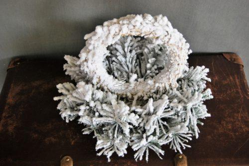 Baza florystyczna z wiankiem na święta