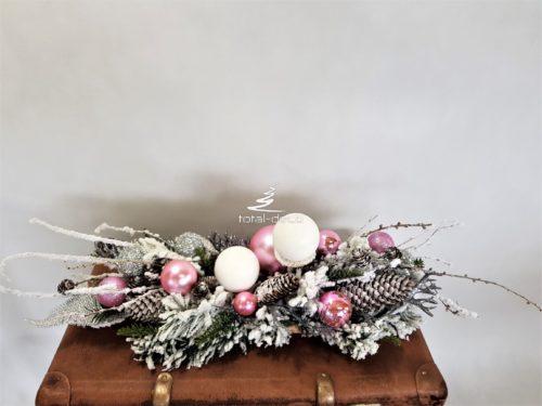 biała dekoracja stołu świątecznego/stroiki bożonarodzeniowe