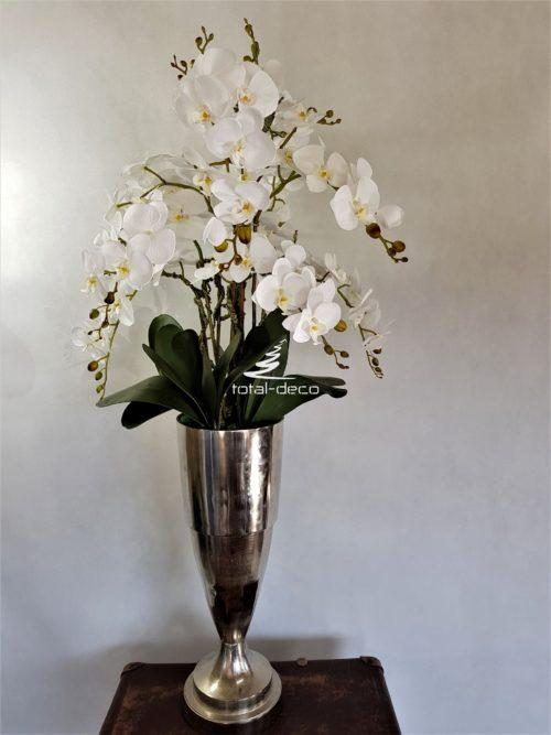 Ekskluzywna kompozycja z białych storczyków w wysokim cynowym pucharze