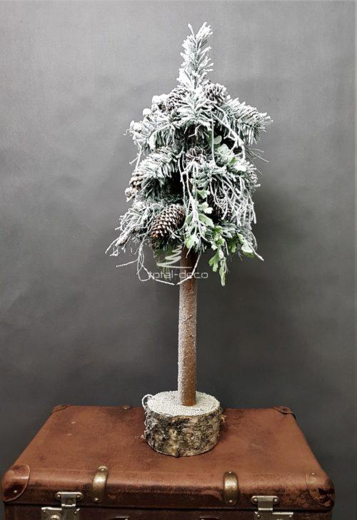 świąteczna ośnieżona choinka na pniu oprószona śniegiem z naturalnymi szyszkami szadziowa na drewnianej podstawie najpiekniejsza choinka ubrana udekorowana zimowa sztuczna