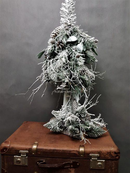 Niesamowicie efektowna szadziowanay choinko stroik udekorowany naturalnymi ozdobami oszadziowany na biało ośnieżona dekoracja bożonarodzeniowa choinka na pniu