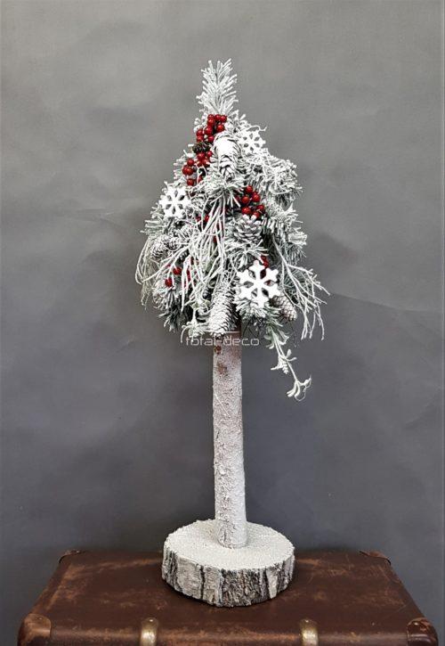 Udekorowana ubrana biła choinka nowoczesna dekoracja świąteczna biała choinka na pniu dekorowana choinka oprószona śniegiem