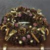 brązowy wianek świąteczny złoty wianek świąeczny wiane na stoł dekoracja z naturalnymi dodatkami idealna kompozycja na stół świąteczny