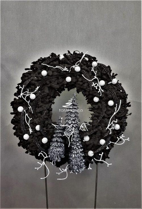 wianek świąteczny na drzwi wianek nowocześnie udekorowany czarny wianek wianek ze sebrnymi dodatkami wianek z białymi ozdobami wianek na drzwi wejściowe bożonarodzeniowe