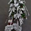 stroik bożonarodzeniowy dekoracja na święta bożego narodzenia choinka ze stroikiem choinka na pniu udekorowana świąteczna dekoracja do domu choinka udekorowana skrzatem skrzat świąteczny nowoczesna choinka chinka oprószona śniegiem pięknie udekorowana choinka najpiękniejsze udekorowanie choinki