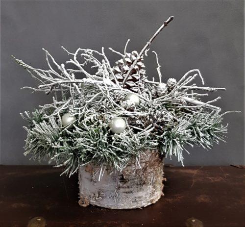 stroik świąteczny zimowy dekoracja na święta bożego narodzenia piękny stroik bożonarodzeniowy idealnie udekorowany świąteczny dodatkami zimowymi naturalnymi ozdobami