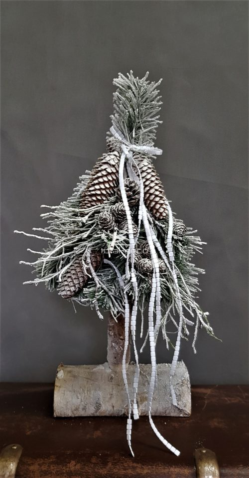 biała choinka na pniu świąteczna dekoracja na boże narodzenie choinka z naturalnymi dodatkami choinka z szyszkami choinka na drewnianym pniu