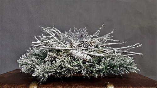 stroik świąteczny idelany na stół piekna dekoracja bożonarodzeniowa nowoczesna ozdoba dekorowana naturalnymi dodatkami