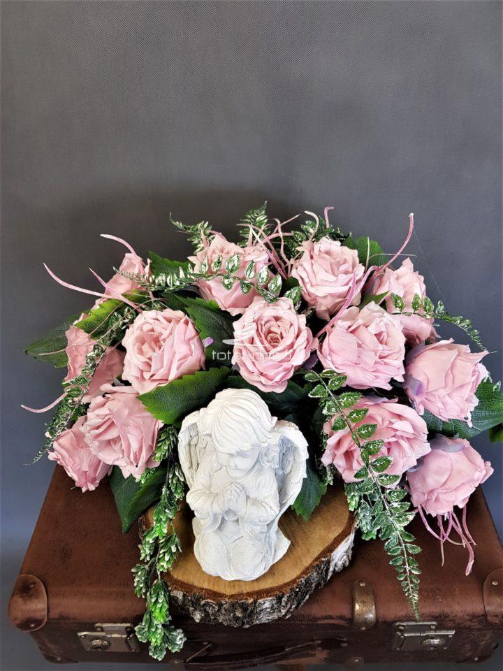 kompozycja na cmentarz z jasnych kwiatów