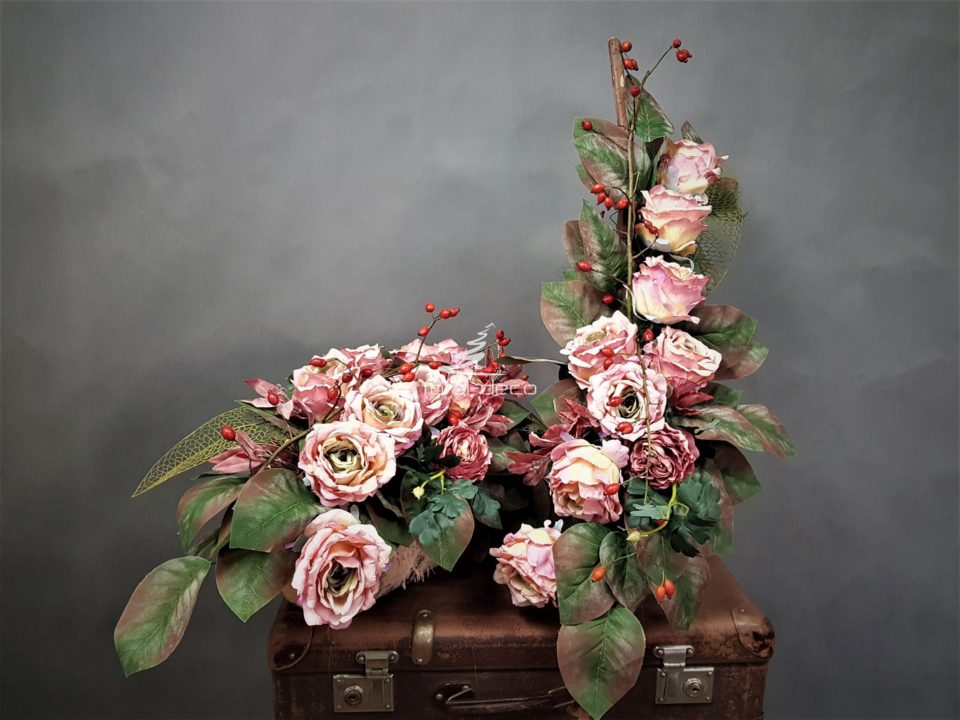 komplet dekoracji na cmentarz-stroik na grób,bukiet do wazonu
