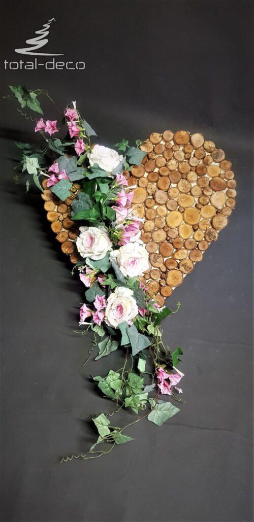 komozycja kwiatowa w kształcie serca