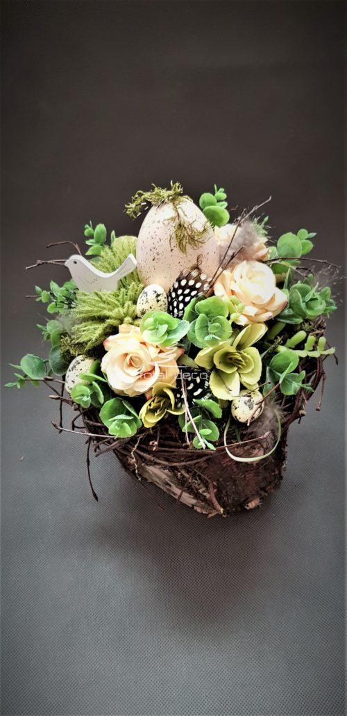 dekoracje wielkanocne na naturalnej brzozie ze sztucznych kwiatów i wysokiej jakości dodatków