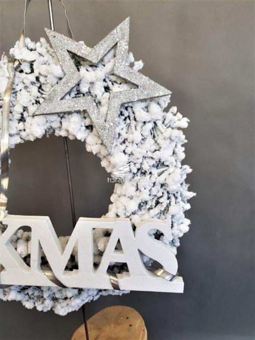biały wieniec na drzwi bożonarodzeniowy świąteczny