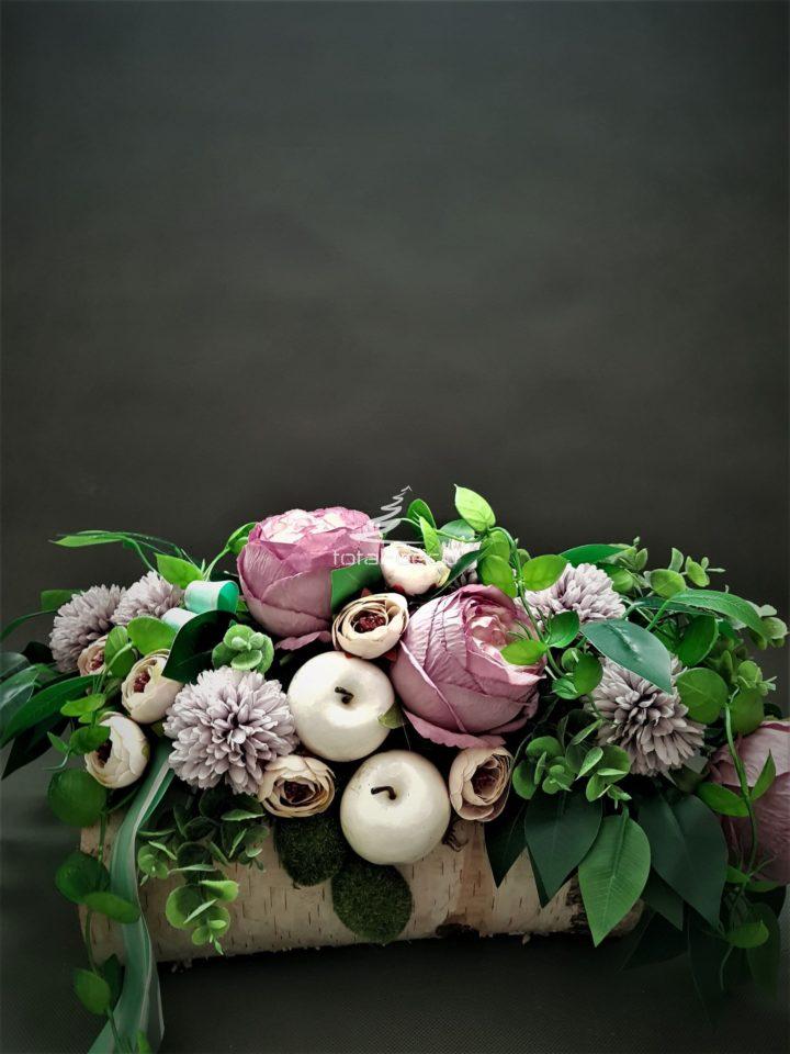 kompozycja nagrobna w fioletach/wiosenne stroiki na cmentarz