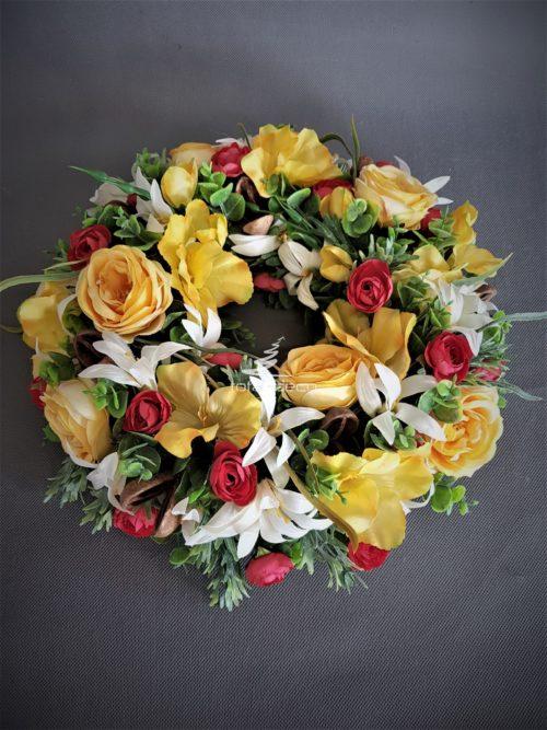 wianek na drzwi wejściowe z zółtych sztucznych kwiatów