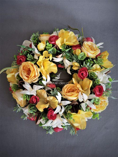wianek na drzwi wejściowe z pięknych zółtych kwiatów
