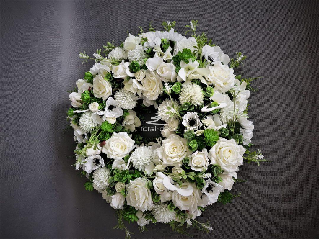 wianek dekoracyjny z białych kwiatów gruby z białych pięknych kwiatów sztucznych