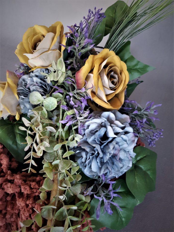 wianek ze sztucznych kwiatów na cmentarz