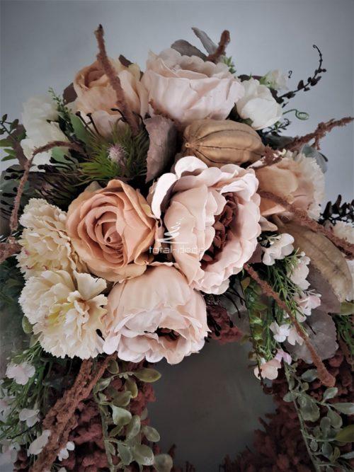 kompozycja ze sztucznych kwiatów na cmentarz w dobrej cenie