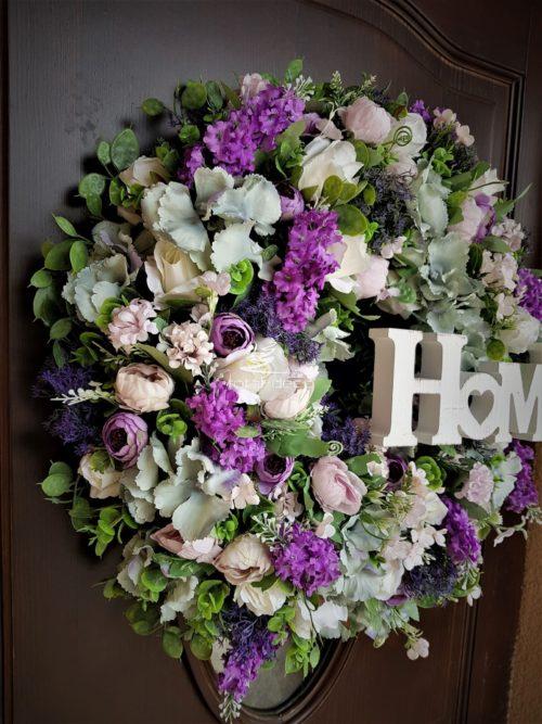 kompozycje kwiatowe /wiszące stroiki ze sztucznych kwiatów