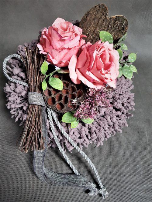 nowoczesna kompozycja na cmentarz z różowymi kwiatami