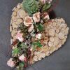 piękny stroik na pomnik w kształcie serca/nowoczesne dekoracje cmentarne