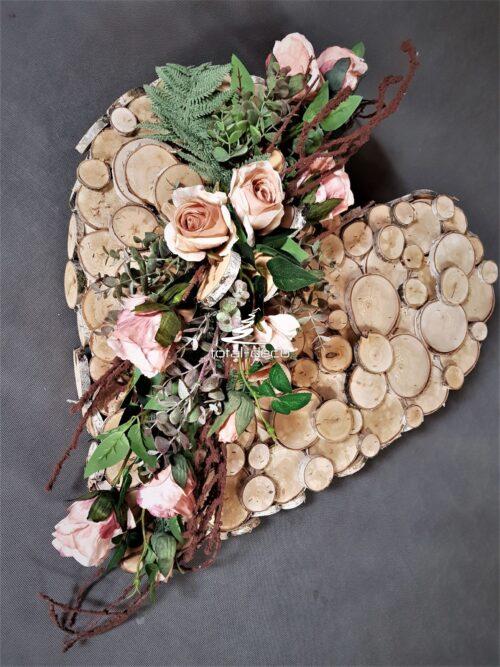 nowoczesna kompozycja nagrobna w kształcie serca/stroik na cmentarz