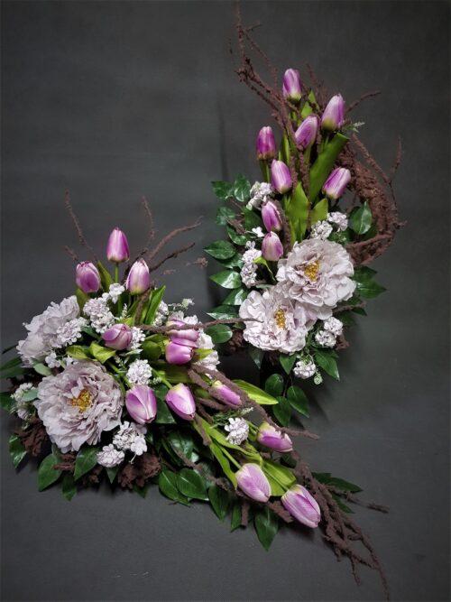 bukiet i wiązanka z tulipanami/wiosenne dekoracje na cmentarz